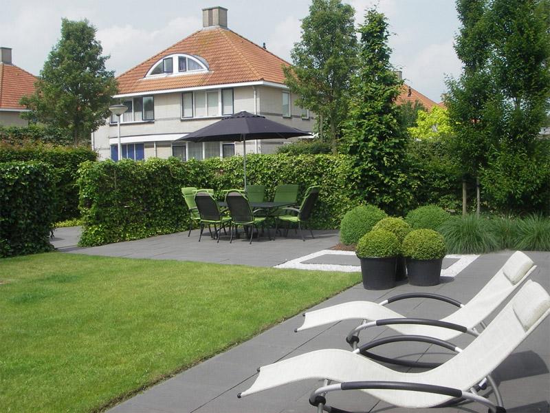 Tuinvoorbeeld moderne tuin met eenvoudige strakke vorm - Tuin ontwerp foto ...