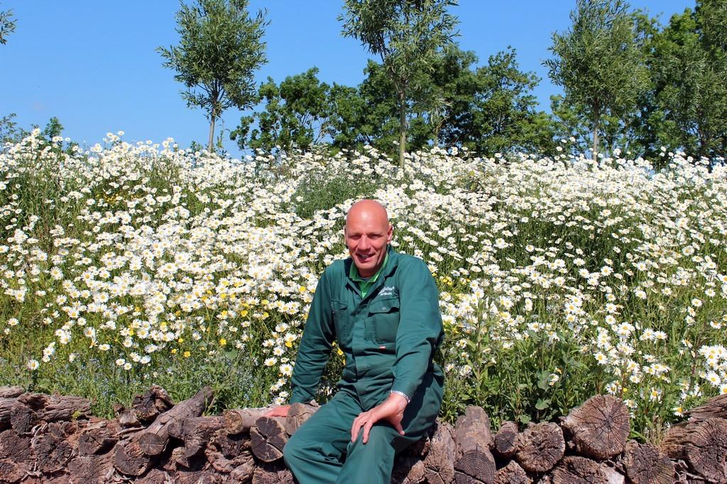 Hovenier gezocht? Dit is Johan van Tuinen, eigenaar van hoveniersbedrijf Van Tuinen Tuinservice , altijd op zoek naar grensverleggende uitdagingen