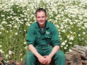 Dit is Arnold, hij werkt al jaren bij Van Tuinen Tuinservice als allround hovenier
