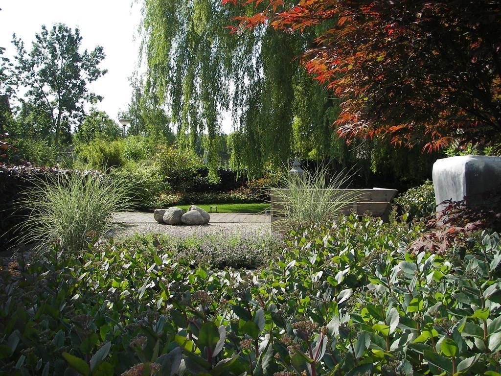 natuurlijke tuin met spannende doorkijkjes
